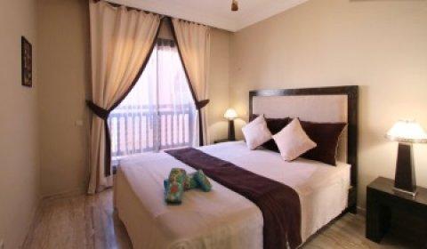 شقة راقية لايجار العطلات بمراكش جليز: غرفة وصالة