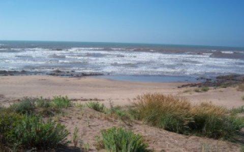 أرض رائعة على شاطئ سيدي رحال بالدار البيضاء