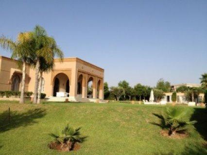 قصر للإيجار 10 اجنحة بطريق امزميز  مراكش