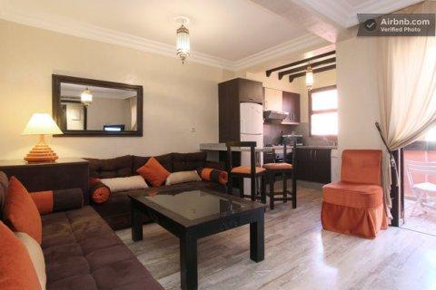 شقة راقية بجليز: غرفة وصالة (بثمن جد محفز بمناسبة رمضان المبارك)