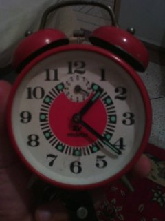 ساعة اكتر من سنة50