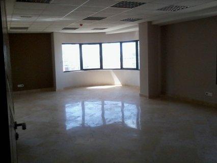 Des plateaux de bureaux à vendre