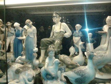 مجموعة من التماثيل للزينة