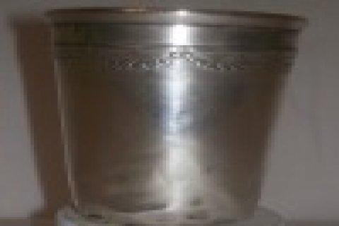 كأس فضي من التحف النادرة