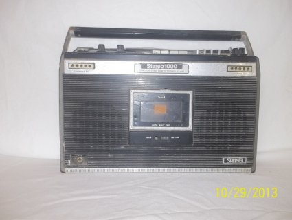 جهاز كاسيط و راديو من عهد السبعينيات