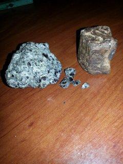 نوعين من احجار كريمة