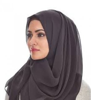 مسلمة ومتعلمة تحب الحياة والعمل اجتماعية