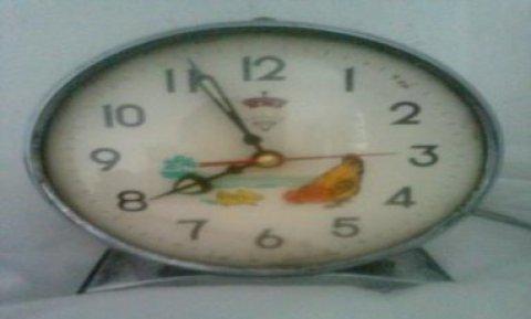 ساعة الدجاجة قديمة
