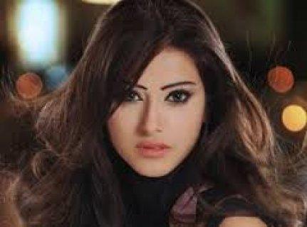 انا فتاة مغربية بسيطة حنونة بيضاء اللون
