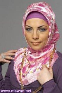 فتاة عربية مسلمة