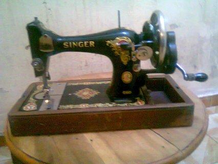 الة خياطة قديمة من نوع سينجر سوينج